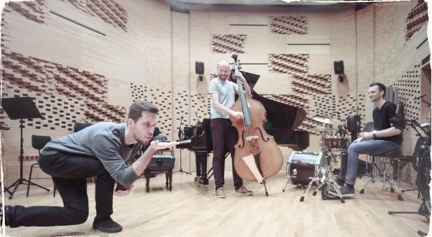 Ďalší hudobný prírastok na československej scéne: Martin Konvička vydáva debutový album s názvom Coming Homo