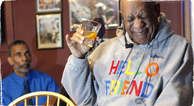 Bill Cosby vystúpil na pódium v jazzovom klube: Scattoval, hral na bicie a rozprával historky o jazzmanoch