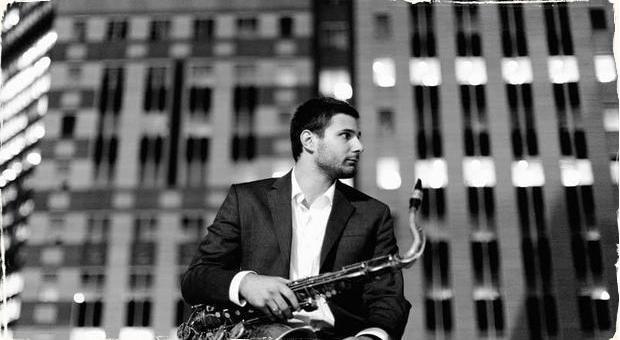 Konceptuálny album Johna Petrucelliho: Sprítomnenie a koncentrácia ako nástroj k vnútornému obohateniu