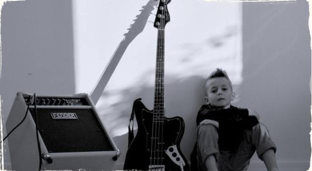 8-ročný basgitarový fenomén Aron Hodek má za sebou cestu do Ameriky: Producent Timbaland sa stal jeho fanúšikom
