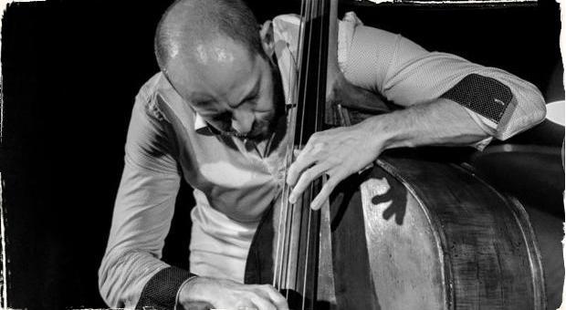 """Kontrabasista Peter Korman debutuje: Nahrávka """"Root System"""" prináša sviežu energiu novej jazzovej generácie"""