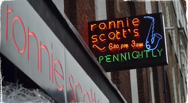 Londýnsky jazzový klub Ronnie Scott's má 60 rokov: Výročie oslávi pouličnou hudobnou párty