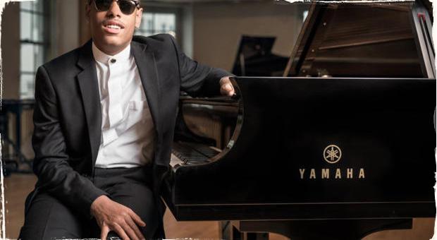 Predčasne narodený v 5. mesiaci bojoval o život a stratil zrak: Teraz klavirista Matthew Whitaker vydáva debutový album