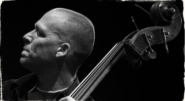 Storočný kontrabas + Avishai Cohen Trio ˭ more emócií