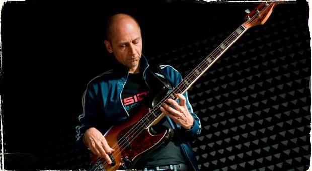 Basgitarista Juraj Griglák vydáva jedinečnú reedíciu oceňovaného albumu Bass Friends