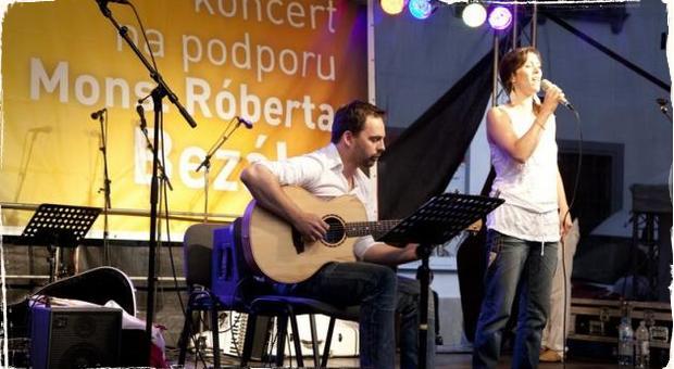 Slovenskí jazzmeni hudbou podporili Mons. Bezáka