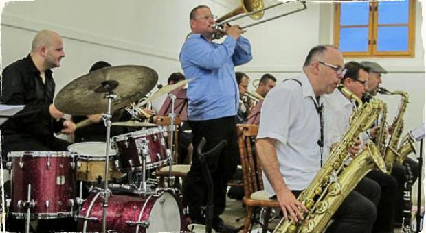CZ-SK Big Band Matúša Jakabčica vystúpil v Synagóge v Šahách