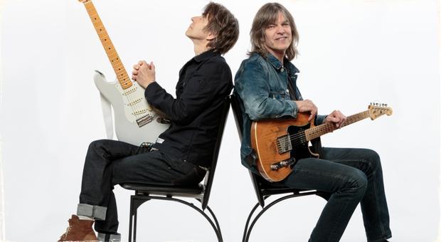 Gitaristi Mike Stern a Eric Johnson vydávajú spoločný album