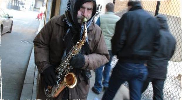 """Manuel """"Manny"""" Pombo: Po rozhodnutí súdu sa saxofonista vracia do ulíc"""
