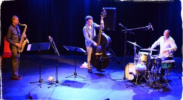 Reportáž: Demokratické jazzové trio