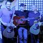 Bratislavská gitarová noc č 2- po koncerte s Chrisom Woodsom(GB) a Tomom Lumenom(H) foto: Eszter Csaba