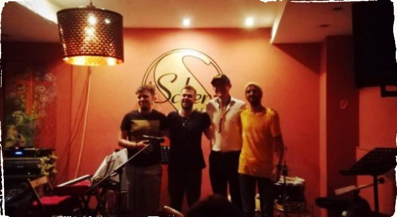 Britský saxofonista Sam Knight a jeho European Quartet naplnili Kafé Scherz nevídanou energiou