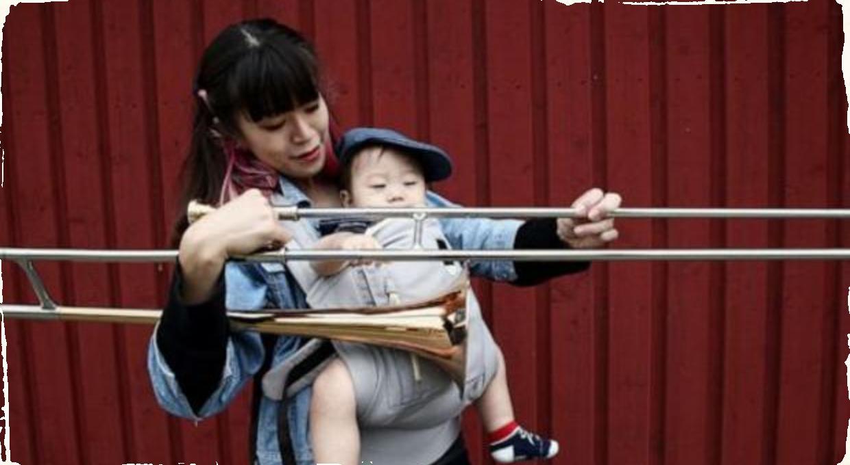 Trombónistka nemala pre svoje dieťa opatrovateľku: Koncerty odohrala s 9 mesačným bábätkom na tele