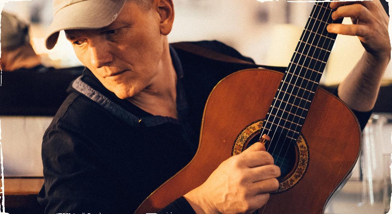Iniciatíva ,,Aby kultúra žila'' prináša livestream koncerty: nedeľný večer patrí gitaristovi Stanovi Počajimu