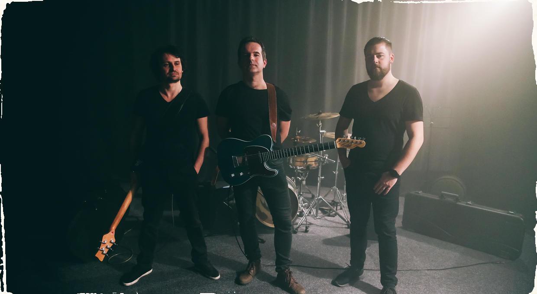 """Skladateľ a gitarista Peci Uher vydáva nový singel. Pozrite si nový videoklip ku skladbe """"Mirror Door"""""""