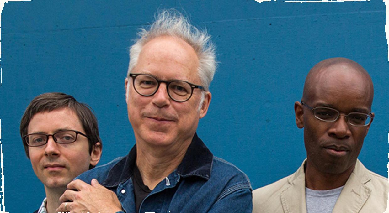 Bill Frisell vydáva nové CD. V auguste sa dočkáme zvuku jeho nového tria