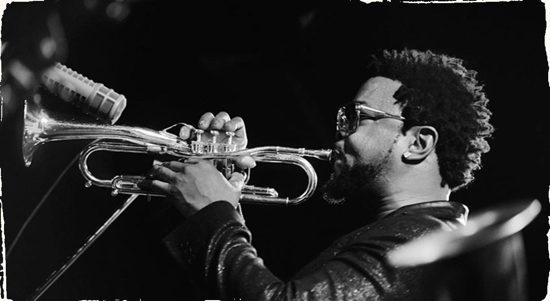 """Legendárny newyorský Blue Note jazz club spúšťa vlastný livestream. Virtuálna séria začala koncertom trubkára Maurice """"Mobetta"""" Browna"""
