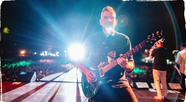 """Gitarista Peter Zajaček vydáva debutový album. Nahrávka """"Nemám sa s kým hrať"""" prezentuje rôzne prístupy ku gitarovej hre, kompozícii i samotnej improvizácii"""