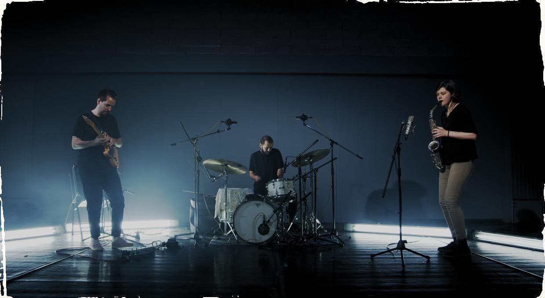Trio Szaturma prináša hneď tri novinky: nový názov KIN, nový klip a jesenné turné