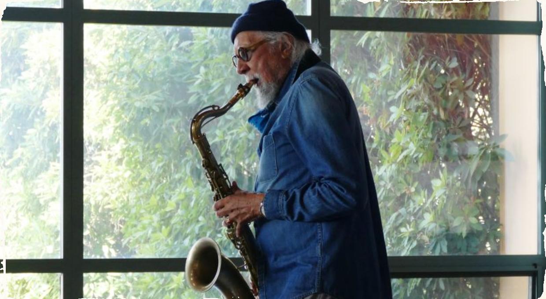 Ako saxofonista Charles Lloyd prežíval pandémiu. Nový dokumentárny film Love Longing Loss je možné sledovať zdarma do 11. júna.
