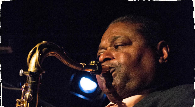 Vo veku 80 rokov zomrel saxofonista Pee Wee Ellis. Sideman Jamesa Browna podľahol srdcovým problémom.