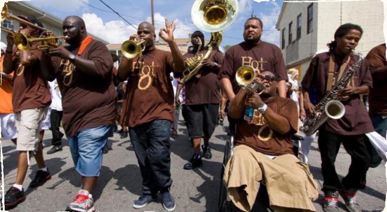 Horúcu dychovku Hot 8 Brass Band si budete môcť užiť aj v uliciach Starého mesta