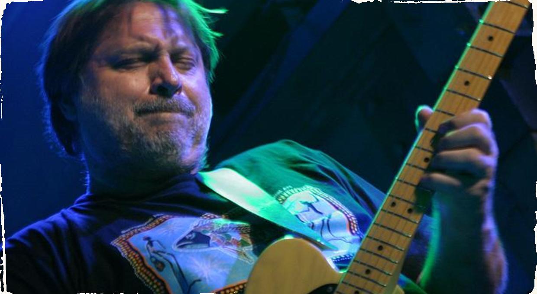 Zomrel gitarista Jarek Smietana