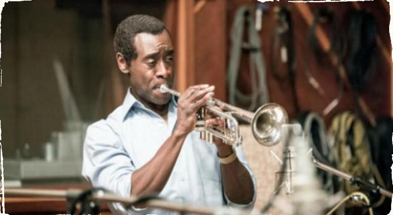 Pozrite si prvú zverejnenú minútu z filmu o Miles Davisovi
